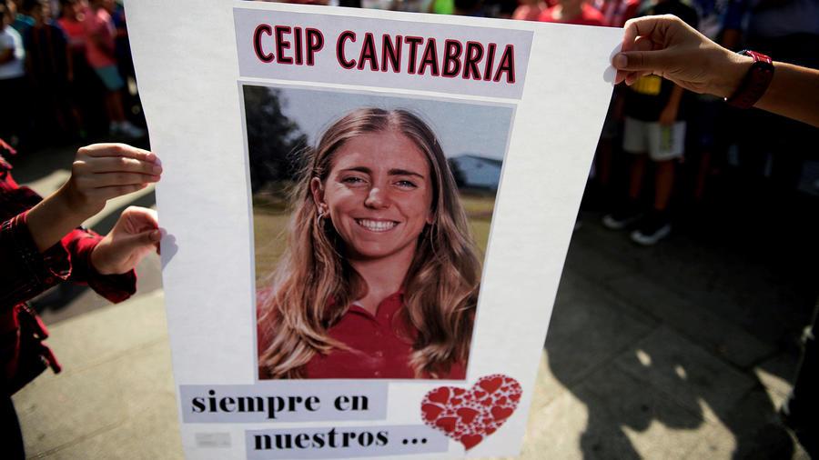 Concentración en la localidad cántabra de Puente San Miguel, con motivo de la trágica muerte de la golfista Celia Barquín en EEUU.