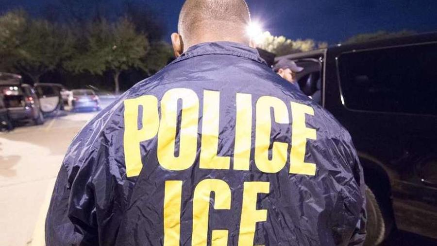 ICE debe tener órdenes judiciales para ingresar a espacios privados.