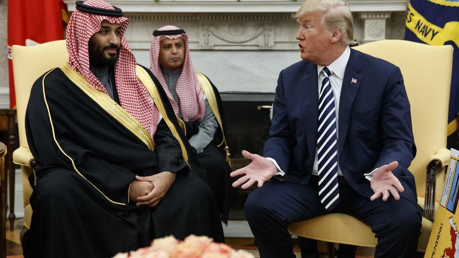 Trump y el príncipe heredero Mohamnmed bin Salman, de Arabia Saudita, en la oficina oval