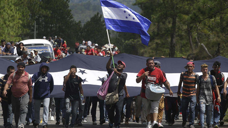 La caravana de migrantes inicia su recorrido en Honduras.