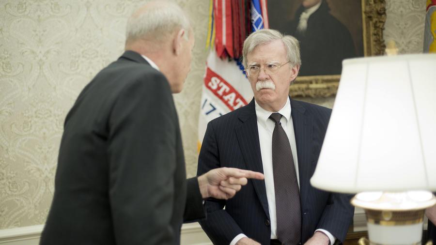 Kelly (izquierda) y Bolton, en el Despacho Oval el pasado 10 de octubre.