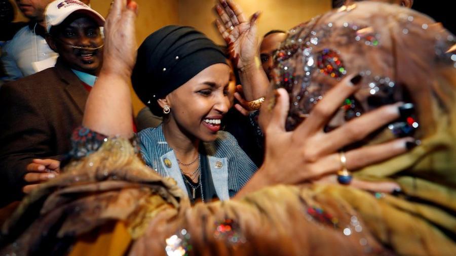 La candidata demócrata al Congreso, Ilhan Omar, este martes por la noche en  Minneapolis, Minnesota, EE. UU.