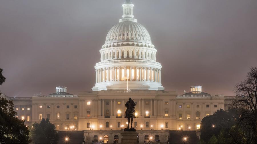 El Capitolio en la madrugada después de las elecciones de medio término del 2018