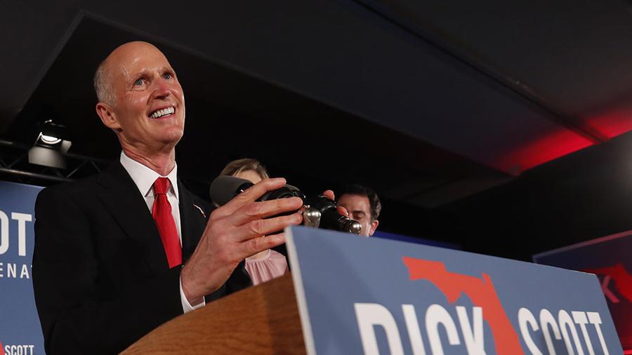 El candidato al Senado por la Florida Rick Scott durante su campaña en Naples, Florida.