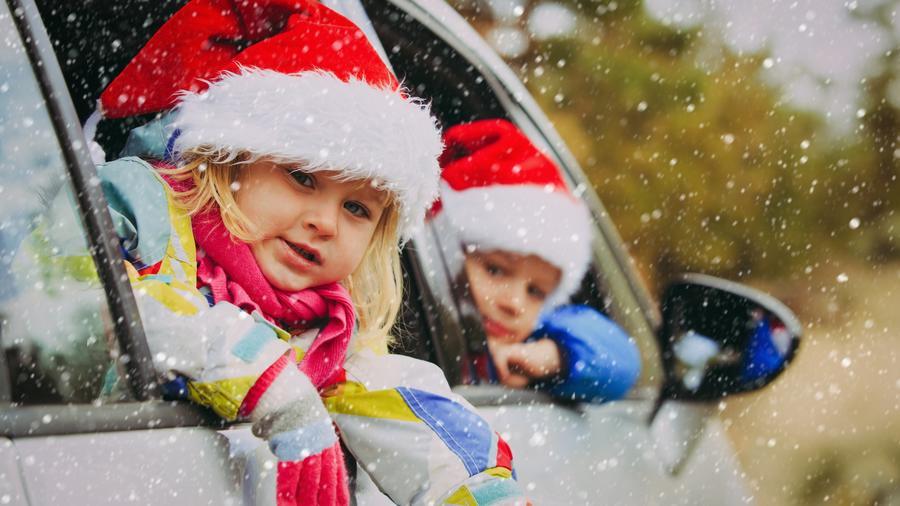 Niños con gorros de Santa