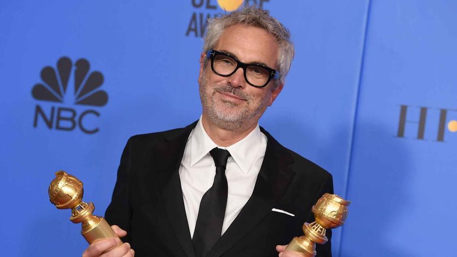 """Alfonso Cuarón se llevó dos Globos de Oro a casa por """"Roma""""."""