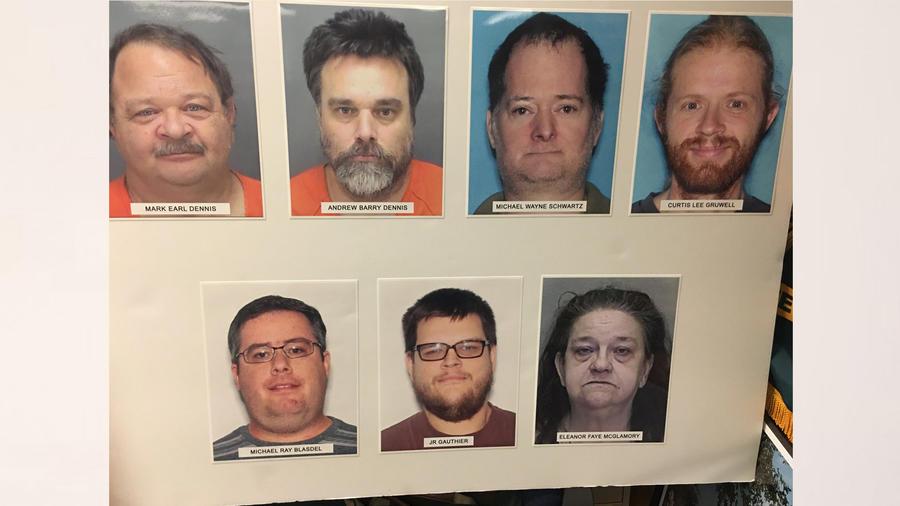 Mark Dennis, Andrew Dennis, Michael Schwartz, Michael Blasdel, JR Gauthier, Eleanor McGlamory y Curtis Gruwell acusados de abuso sexual a menor