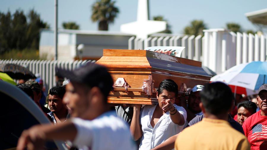 Entierro de una de las víctimas de la explosión de una toma clandestina de combustible en Hidalgo, México