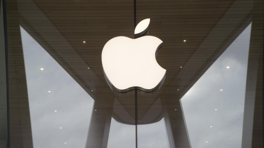 Logo de la empresa Apple en una tienda en Brooklyn