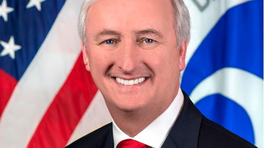 El subsecretario de transporte Jeff Rosen en su retrato oficial en Washington.