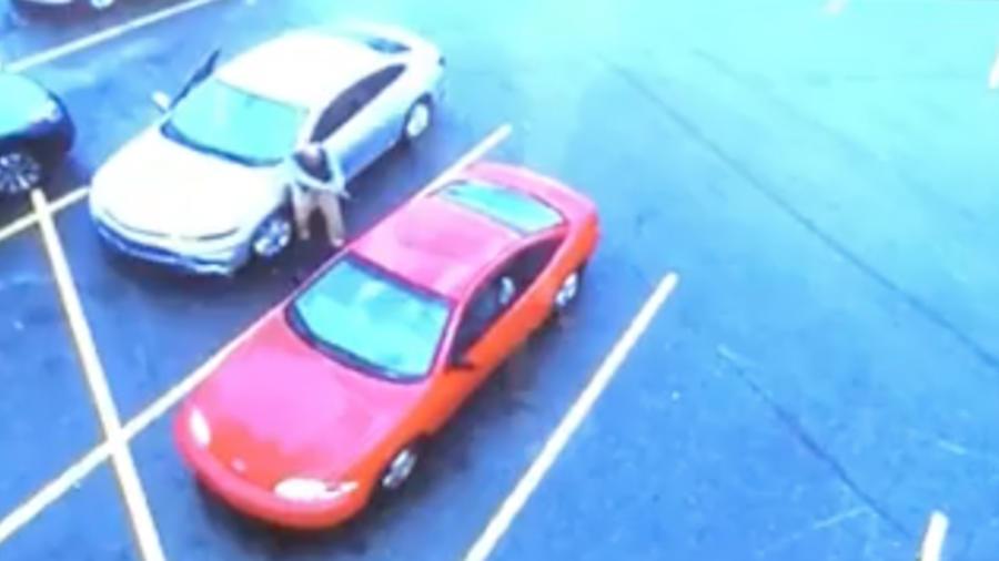 Imagen de la cámara de seguridad del centro comercial durante el incidente.