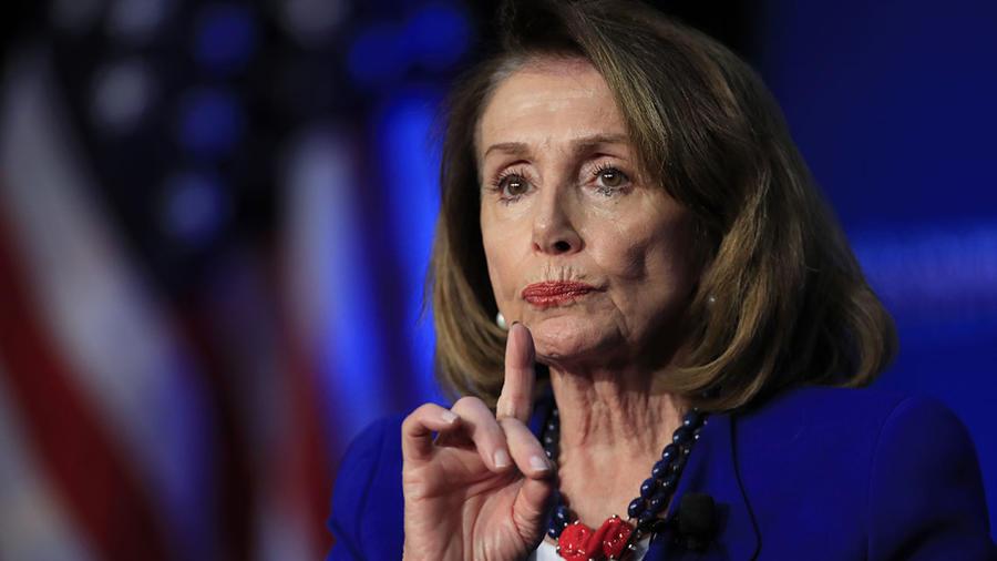 La presidenta de la Cámara de Representantes, Nancy Pelosi, durante un almuerzo del Club Económico de Washington.