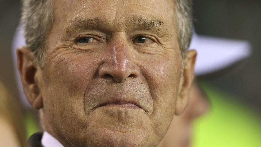 El ex presidente George W. Bush durante un juego de los Philadelphia Eagles.