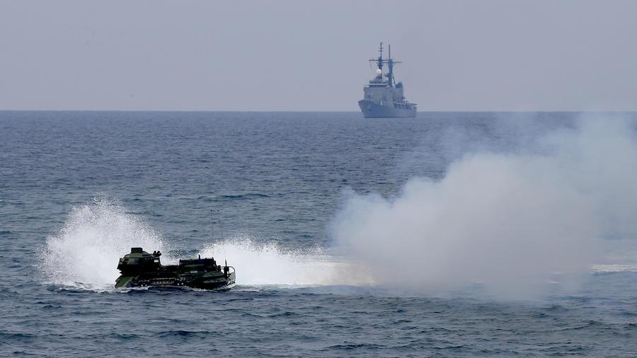 Marines estadounidenses realizan ejercicios de preparación en las costas del sur de China.