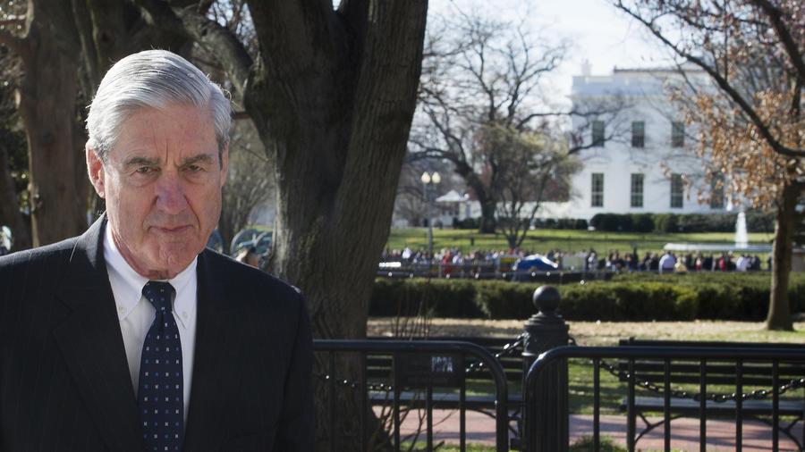 Robert Mueller, esta mañana junto a la Casa Blanca tras acudir a misa a una iglesia cercana de Washinton DC.