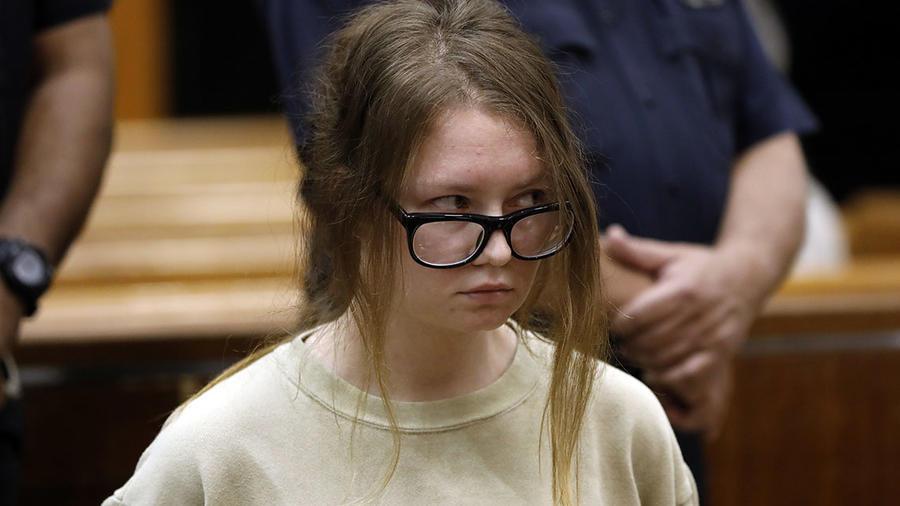 Anna Delvey-Sorokin, está acusada de 10 cargos por robo tras estafar cerca de 275.000 dólares.