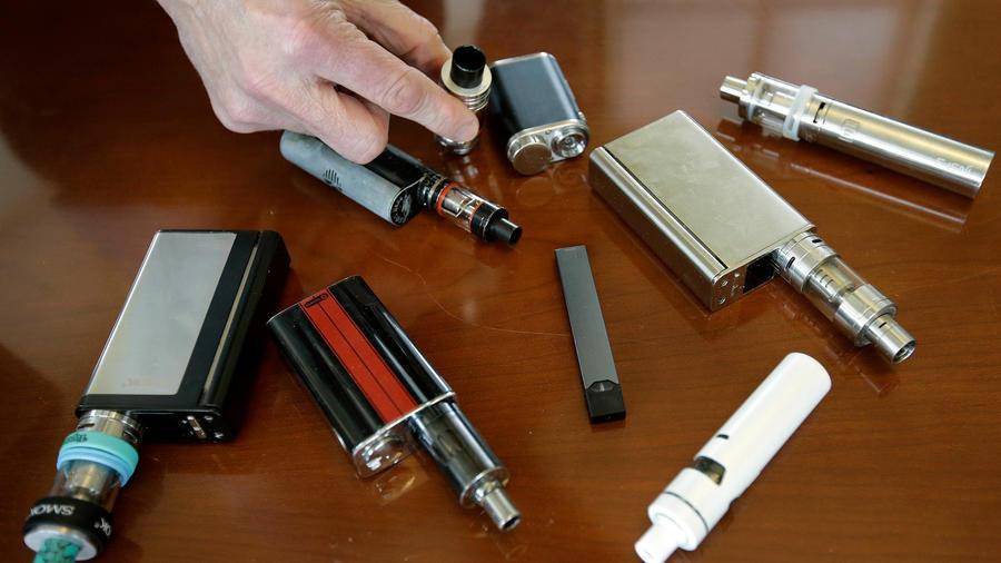 Diversos cigarrillos electrónicos en una imagen de archivo