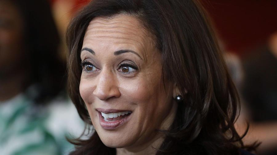 La candidata demócrata a la presidencia Kamala Harris durante un encuentro con estudiantes en Iowa.