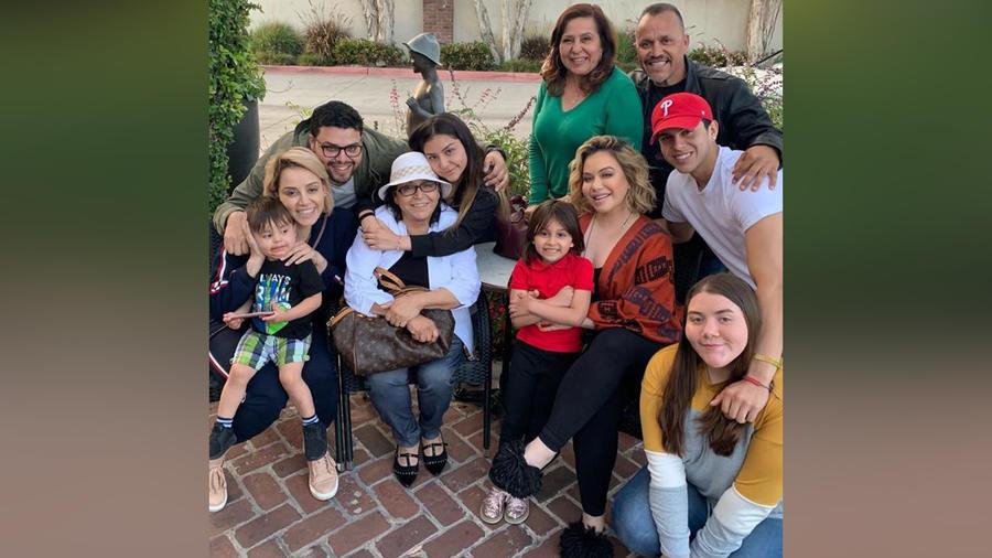 Rosa Saavedra y su familia