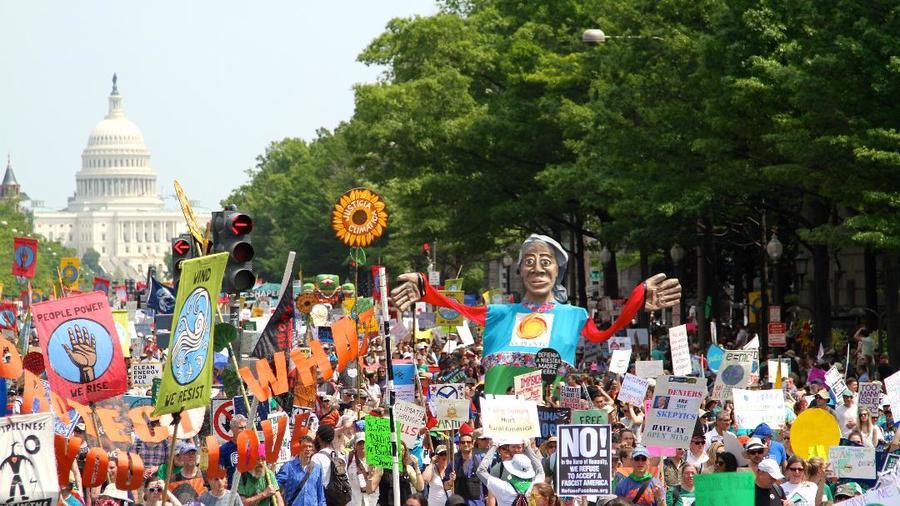 Activistas realizan marcha contra cambio climático