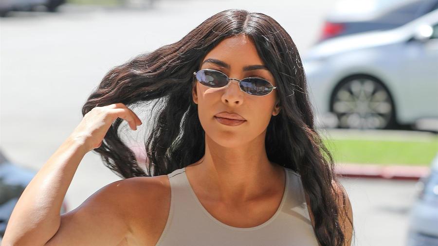 Kim Kardashian lentes oscuros