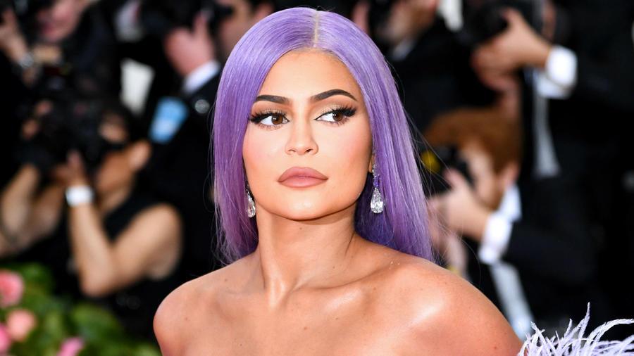 Kylie Jenner con el cabello violeta en la MET Gala 2019