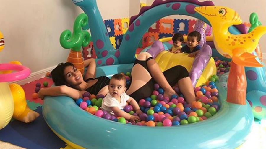 Georgina Rodríguez jugando con sus hijos