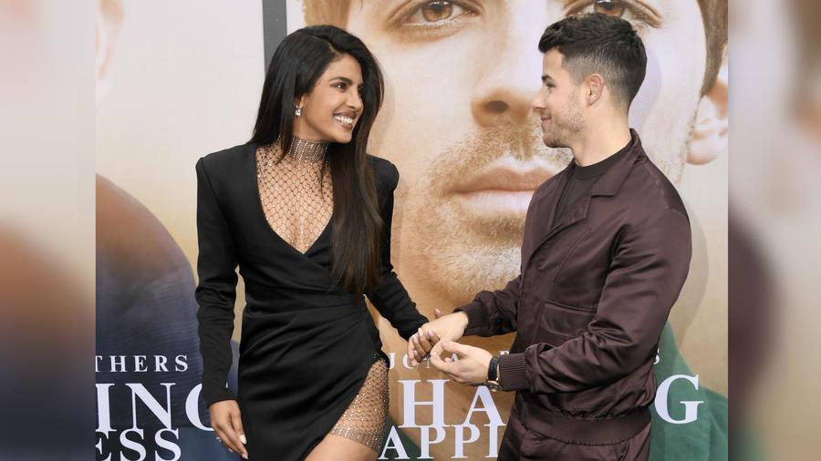 Priyanka Chopra y Nick Jonas en la premiere de Chasing Happiness