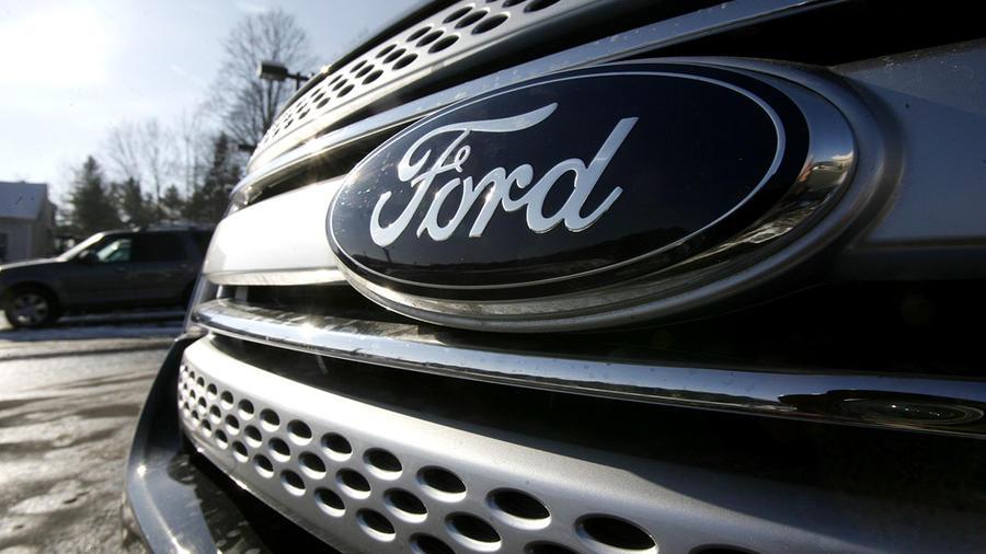 Imagen de la parte delantera de una camioneta Ford Explorer del año 2011.