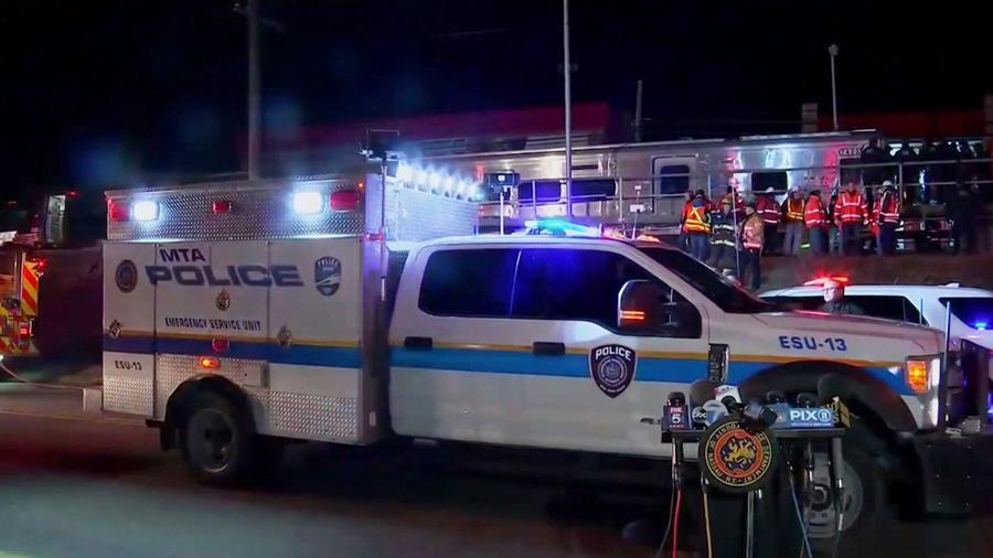 La policía de Nueva York responde a un incidente en Westbury.