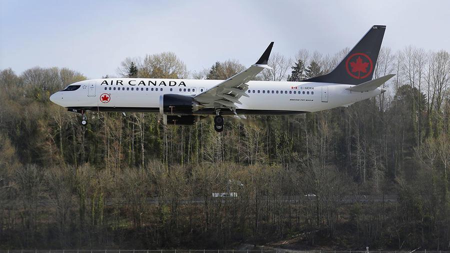 Un Boeing 737 MAX 8 operado por Air Canada aterriza en Seattle.
