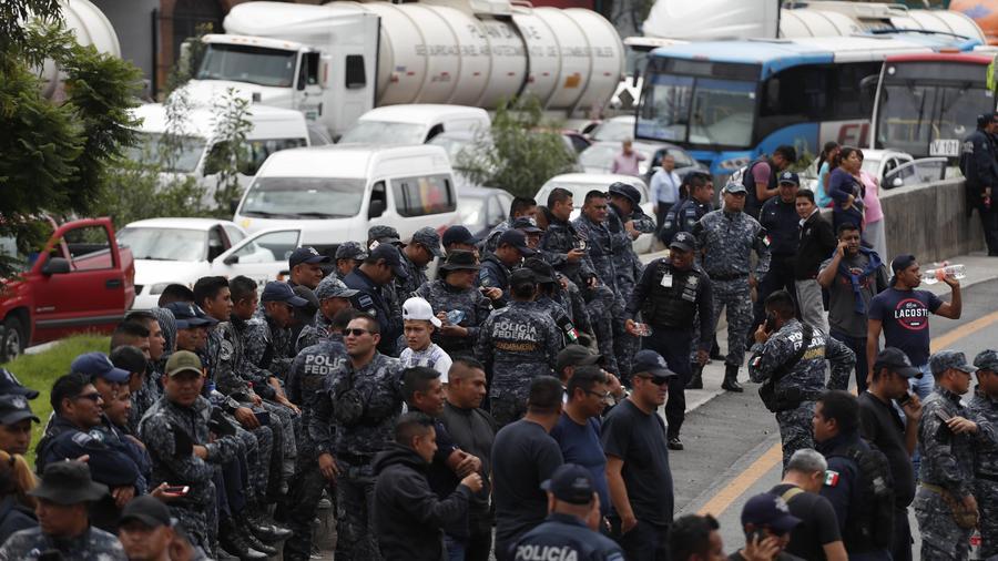 Fotografía de la protesta de cientos de policías federales en la Ciudad de México el jueves 3 de julio