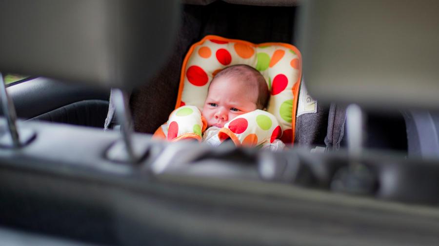 Bebé en automóvil