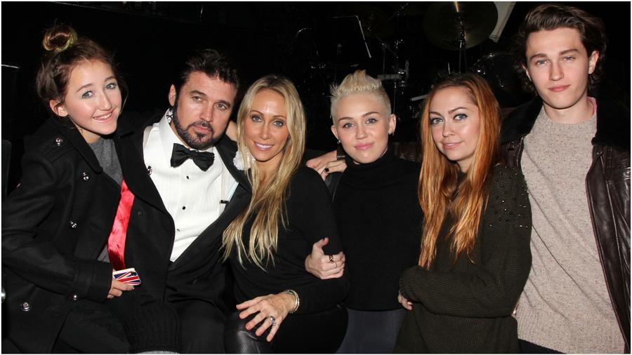 Miley Cyrus y familia