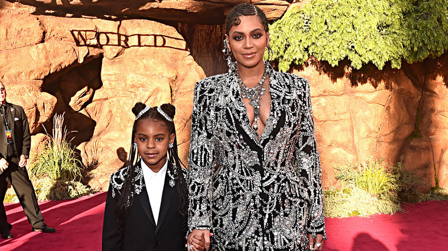 """Beyoncé y su hija Blue Ivy en la World Premiere de """"The Lion King"""" en julio de 2019"""