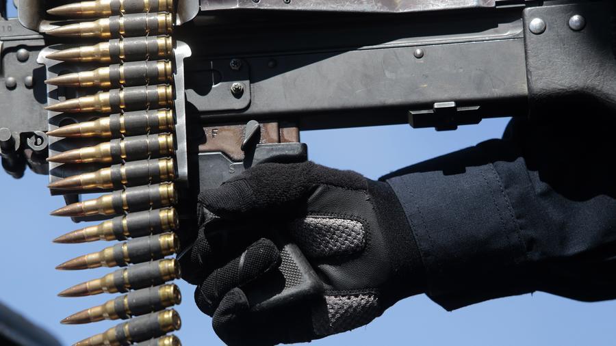 Fotografía de archivo de un rifle de asalto de la Policía Federal mexicana