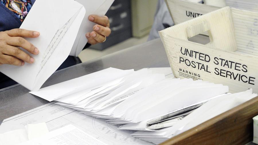 Varias cartas enviadas a través del Servicio Postal.