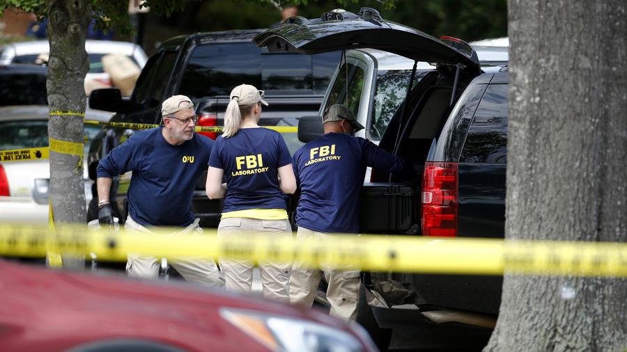 Imagen de archivo de personal del FBI en la escena de un tiroteo en el estado Virginia el 1 de junio de 2019.