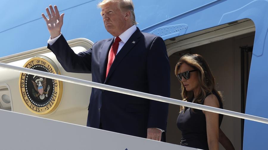 El presidente, Donald Trump, y la primera dama, Melania Trump, en el Aeropuerto Internacional de El Paso Texas