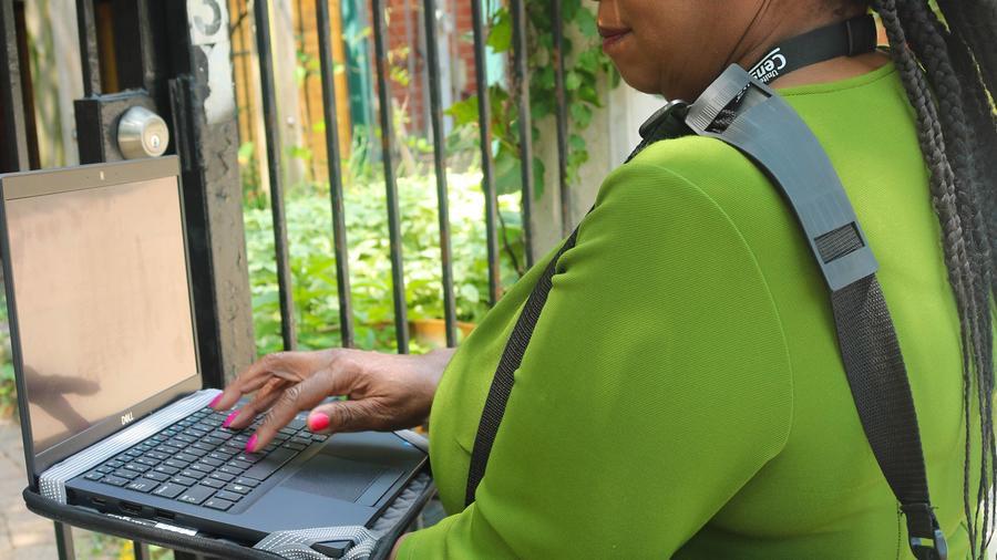 Alrededor de 50,000 empleados temporales de la Oficina del Censo visitarán vecindarios entre agosto y mediados de octubre para verificar domicilios que serán contados en el Censo de 2020