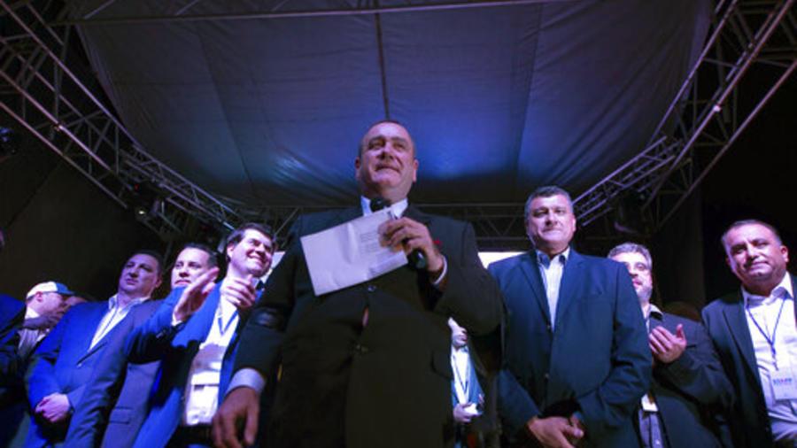 Alejandro Giammattei, el ganador de las presidenciales de Guatemala, celebra este domingo la victoria en Ciudad de Guatemala, la capital del país.