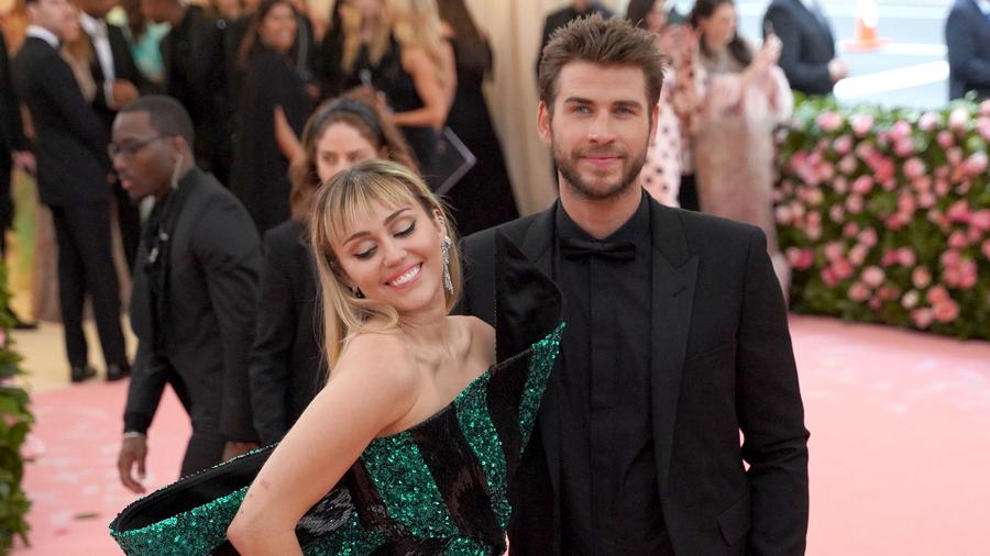Miley Cyrus and Liam Hemsworth call it splits on social media