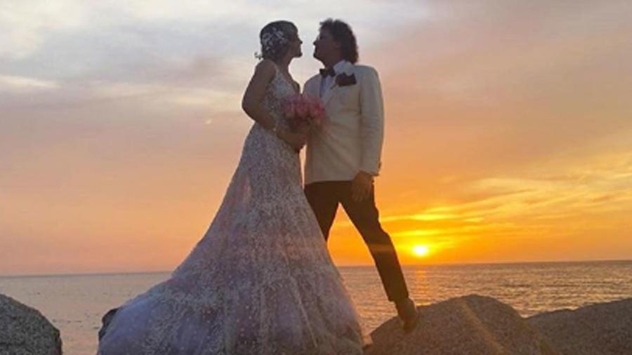 Carlos Vives y su esposa Claudia Elena Vásquez en su boda en agosto de 2018