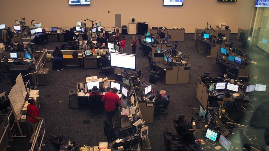 Fotografía de archivo de una sala donde se atienden llamadas del número de emergencias 911