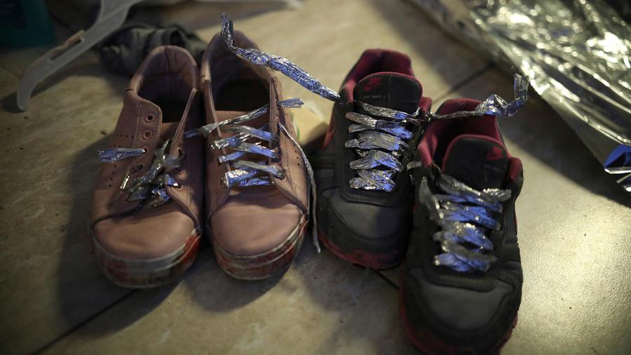 Zapatos de inmigrantes deportados desde EEUU a México en una imagen de archivo