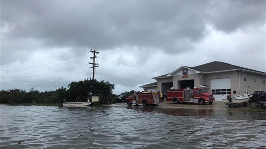 La inundación de este viernes en la isla de Ocracoke, Carolina del Norte.