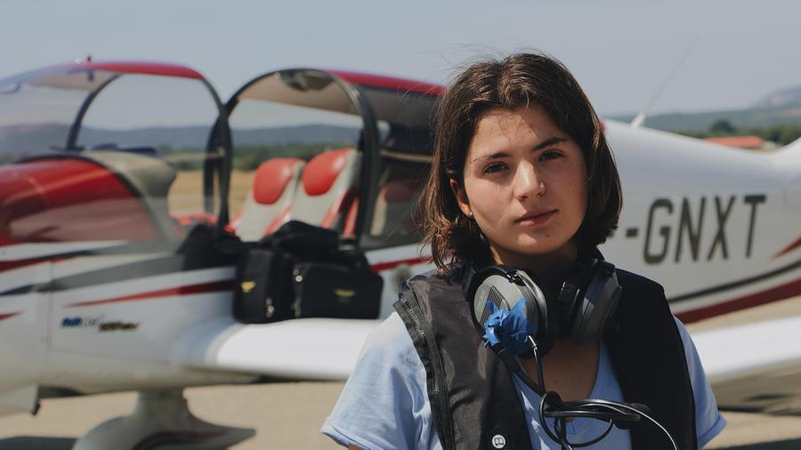 Una mujer en avioneta