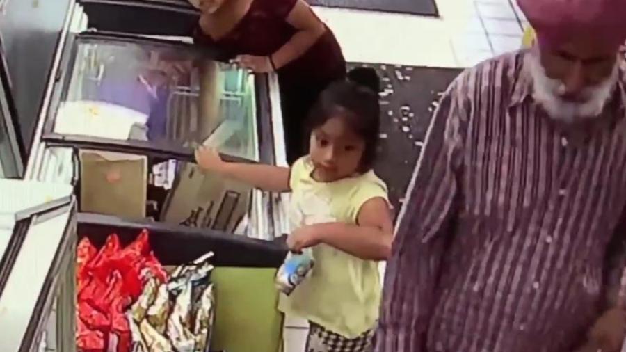 Grabación de una cámara de seguridad de Dulec María Alavez 20 minutos antes de su desaparición.