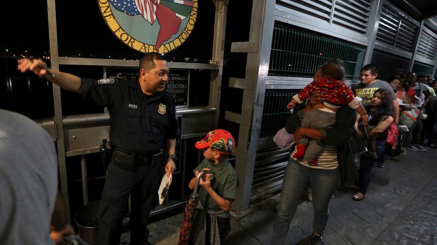 Inmigrantes en la aduana en una imagen de archivo