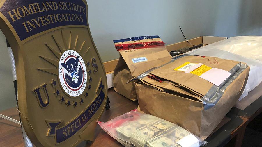 Cajas con drogas y dinero fueron confiscados a una red internacional de tráfico entre México y Oregon.